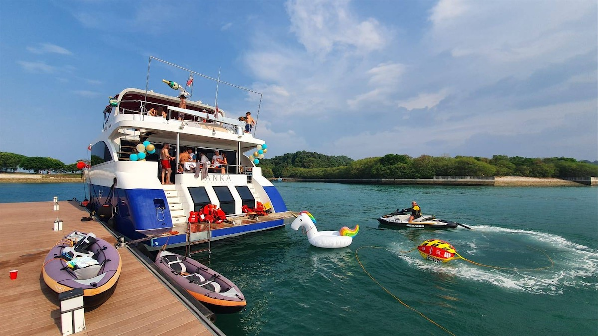 12 Cheapest Yacht Rental Services in Singapore for Any Occasion